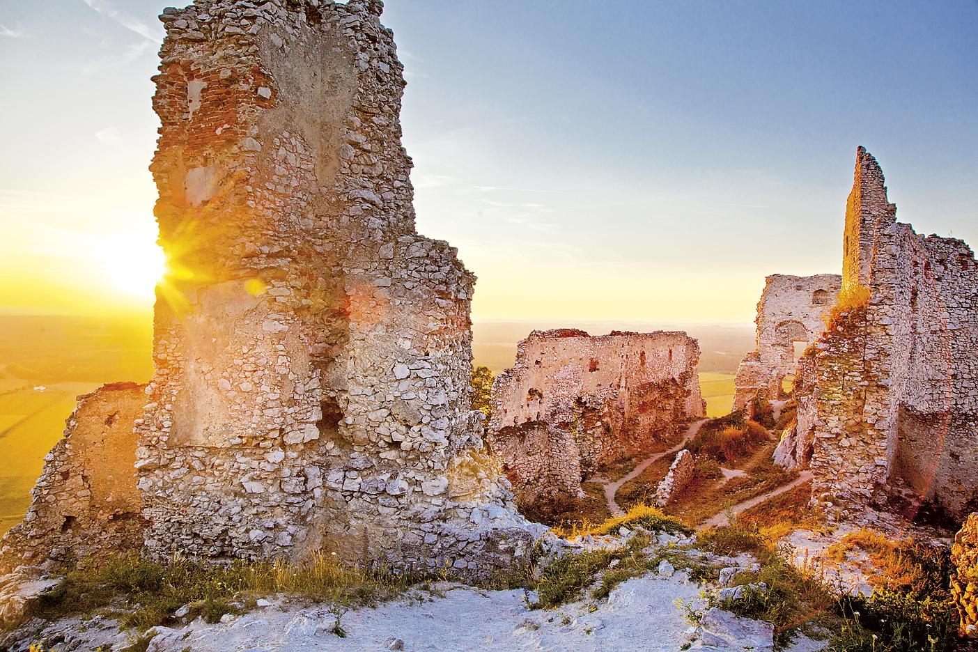 TIP NA VÝLET: Plavecké Podhradie - hrad aj jaskyňa